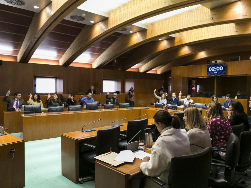 Votación del informe de la ponencia de presupuestos, este jueves, en las Cortes de Aragón.