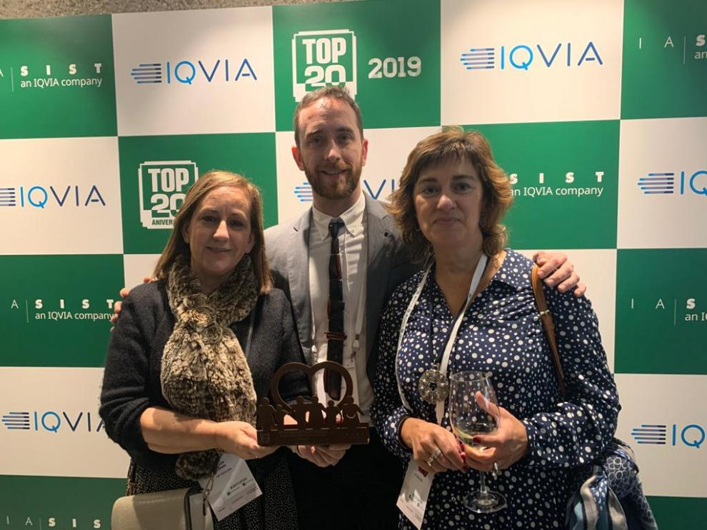 Equipo del Centro de Salud Rebolería de Zaragoza recogiendo el premio.