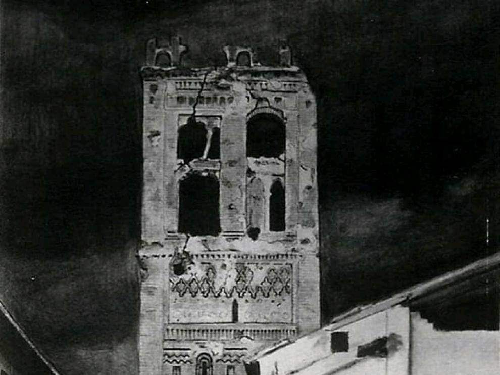 El remate de la torre del Salvador quedó en un estado crítico tras la contienda.