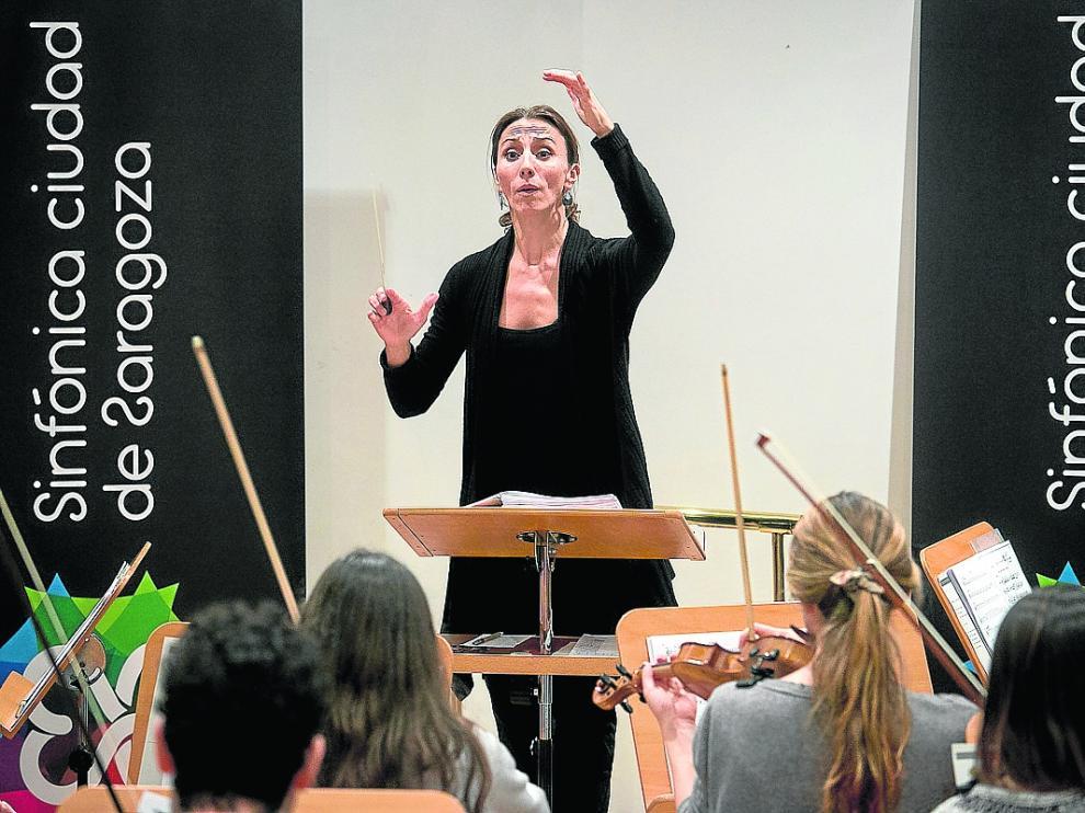 Laura Pérez Soria dirigió este viernes un ensayo de la Orquesta Sinfónica Ciudad de Zaragoza.