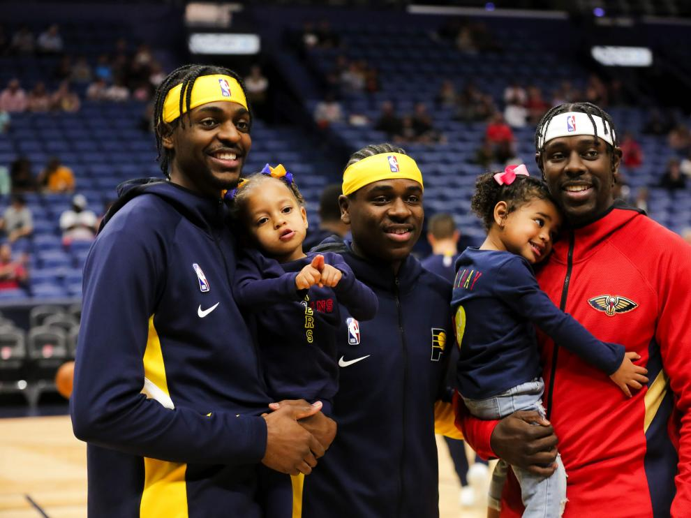 Dec 28, 2019; New Orleans, Louisiana, USA; Indiana Pacers forward Justin Holiday with his daughter along with brother Aaron Holiday and New Orleans Pelicans guard Jrue Holiday with his daughter Jrue Tyler Holiday before a game at the Smoothie King Center. Mandatory Credit: Derick E. Hingle-USA TODAY Sports [[[REUTERS VOCENTO]]] BASKETBALL-NBA-NOP-IND/