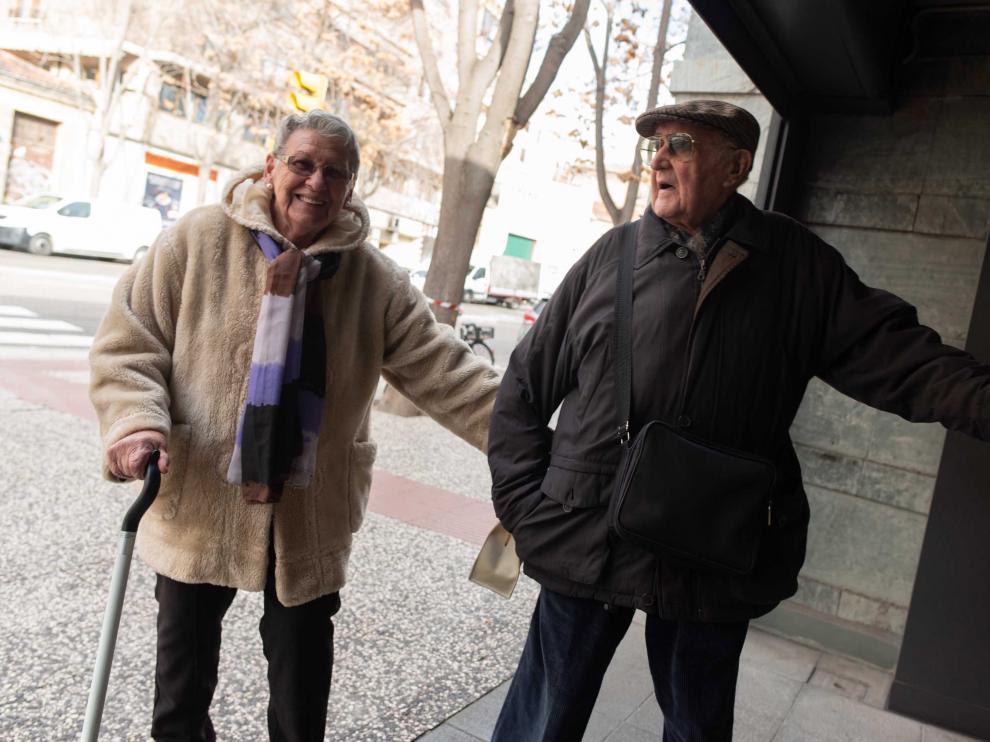 María Luisa Navarro, de 85 años, y Antonio Sancho, de 91, el jueves, en Zaragoza.