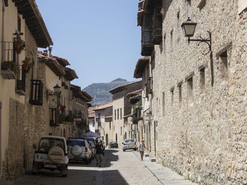 El casco urbano de Mirambel destaca por su buena conservación monumentalidad.