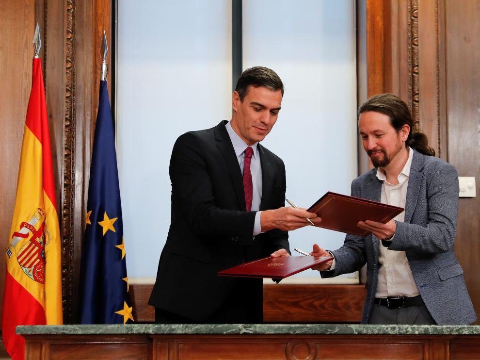 Spain's acting Prime Minister Pedro Sanchez and Unidas Podemos (Together We Can) leader Pablo Iglesias present their coalition agreement at Spain's Parliament in Madrid, Spain, December 30, 2019. REUTERS/Susana Vera [[[REUTERS VOCENTO]]] SPAIN-POLITICS/