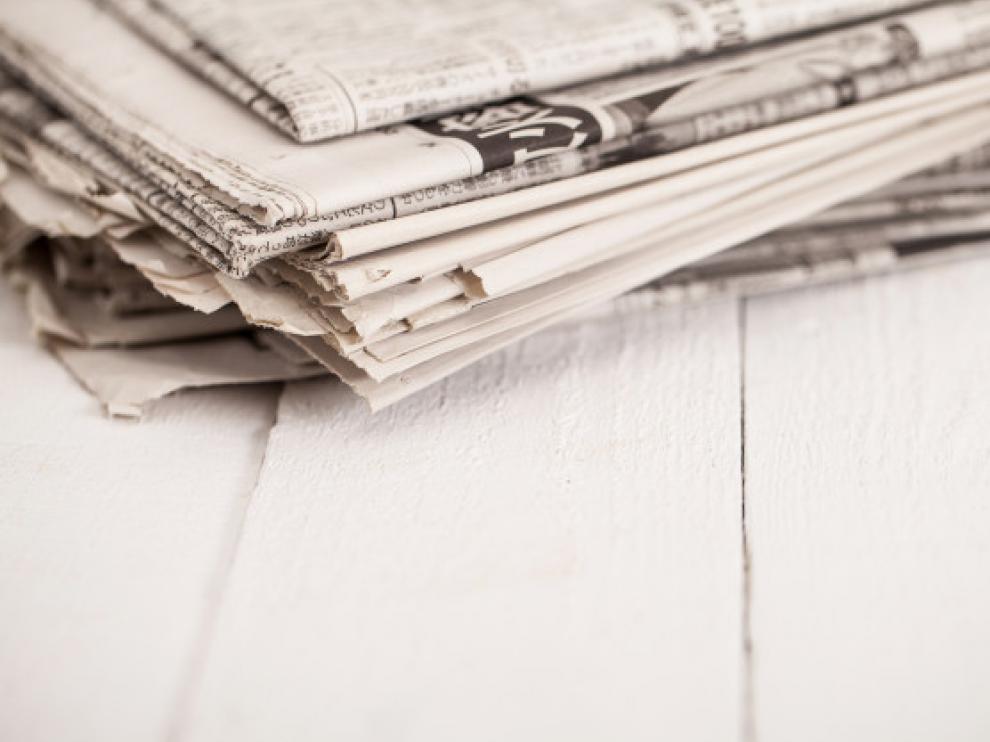 Montón de periódicos viejos.