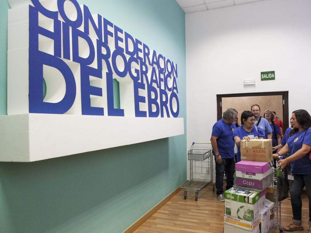 La actual directora general de Cambio Climático de la DGA, Marta de Santos, en la presentación de las alegaciones contra el proyecto en la CHE en el año 2017, cuando era alcaldesa de Murillo de Gállego.