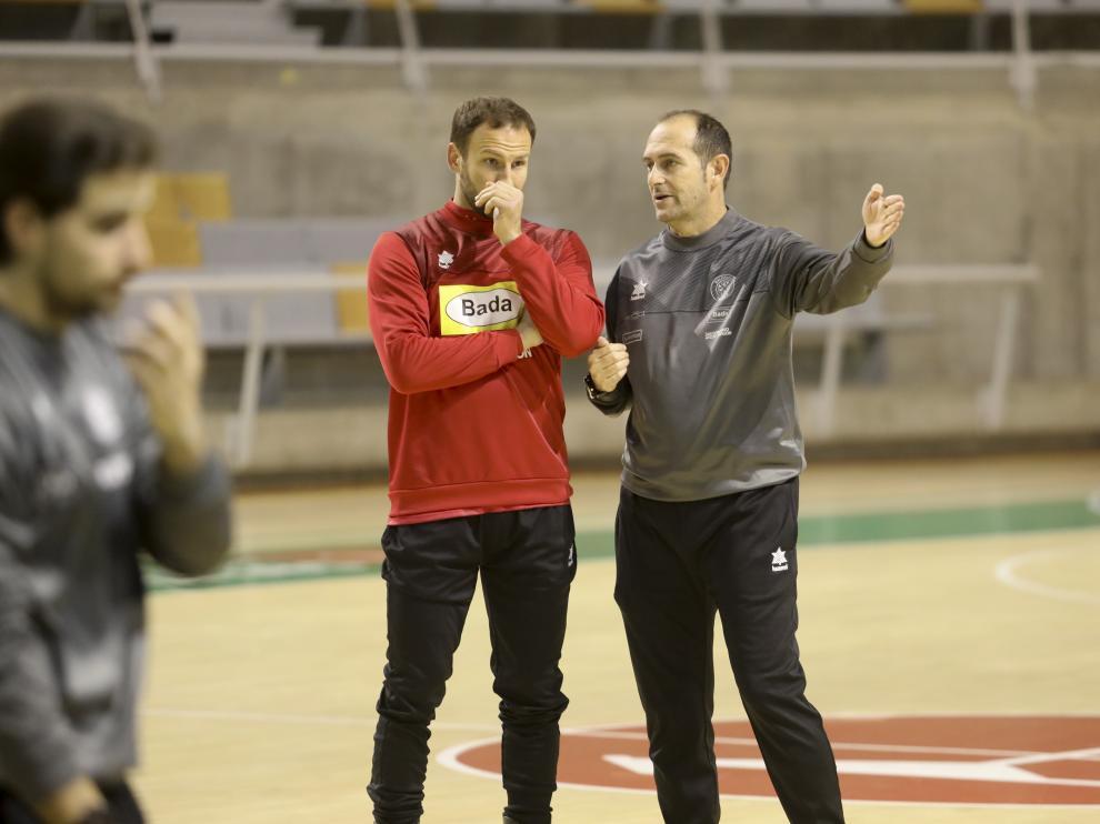 Tioumentsev y Nolasco charlan antes del entrenamiento de este viernes.