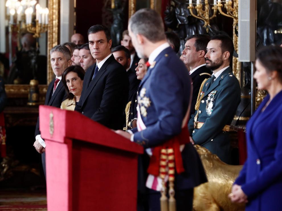 Pedro Sánchez, junto a Margarita Robles y Fernando Grande-Marlaska durante el discurso del Rey en la Pascua Militar