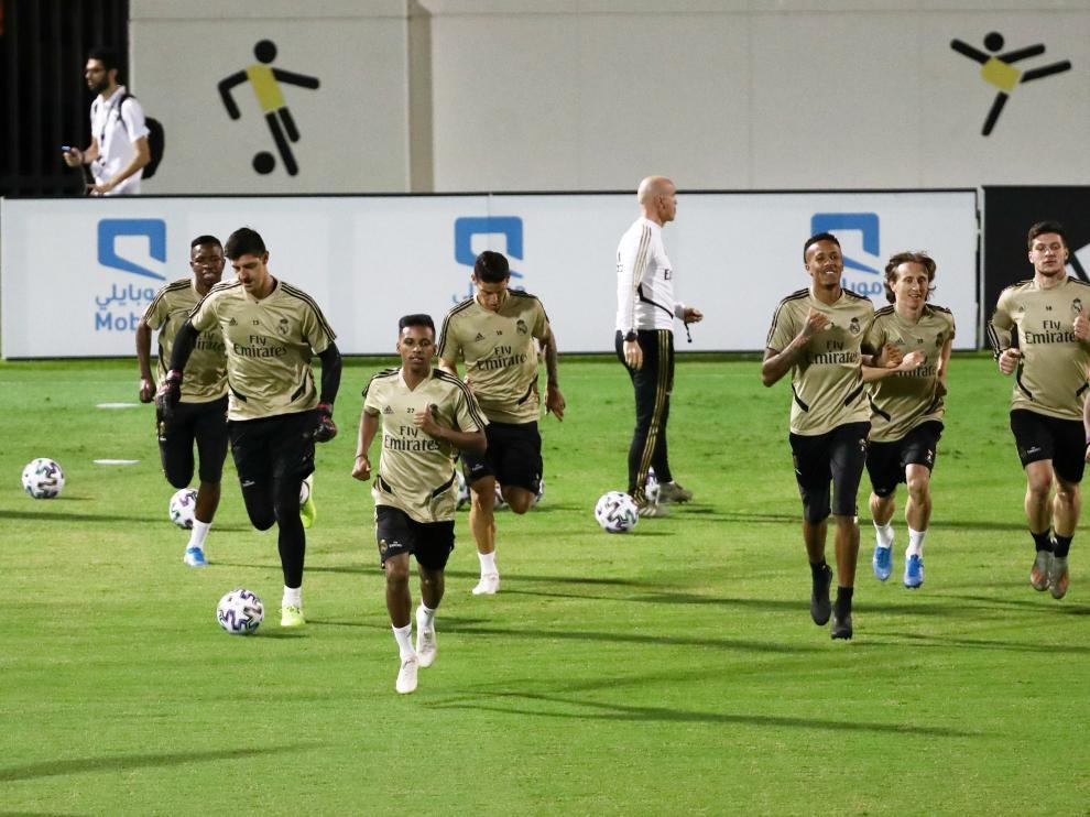 Entrenamiento del Real Madrid en el estadio Jeddah, en Arabia Saudí