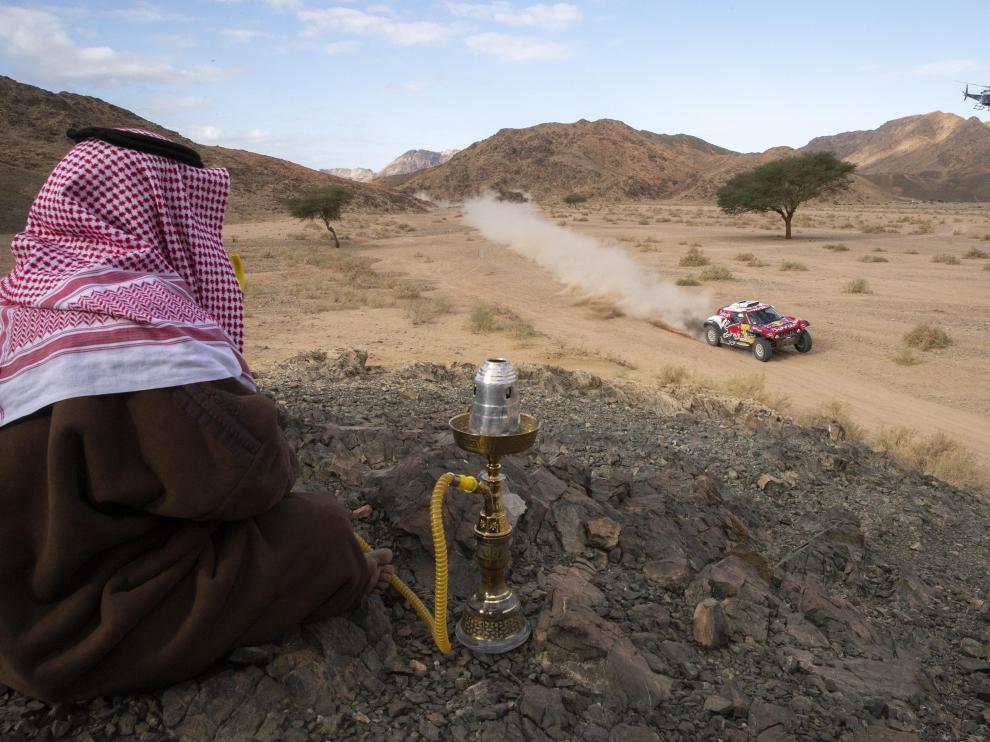 Carlos Sainz, en acción durante la cuarta etapa del Dakar