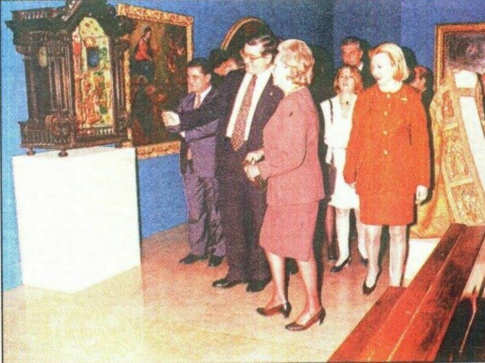 La infanta Pilar de Borbón inauguró en la Lonja de Zaragoza la exposición 'El Pilar es la Columna' el 7 de octubre de 1995