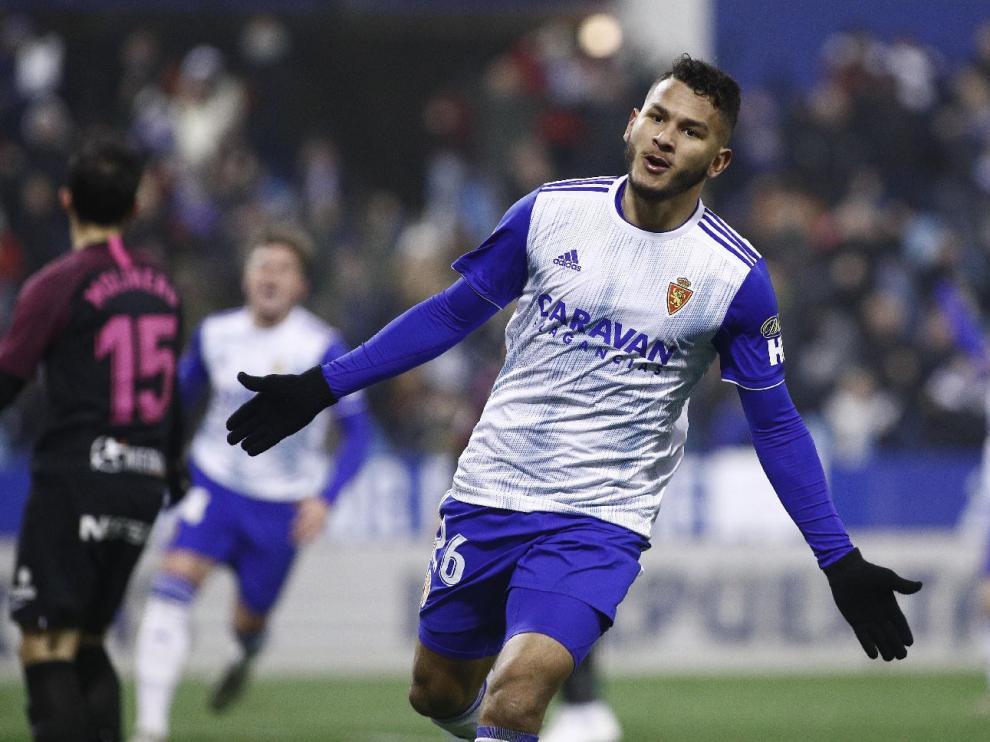 Luis Suárez celebra el 2-0 ante el Sporting de Gijón en la noche del pasado martes, su último tanto anotado, el 14ª.