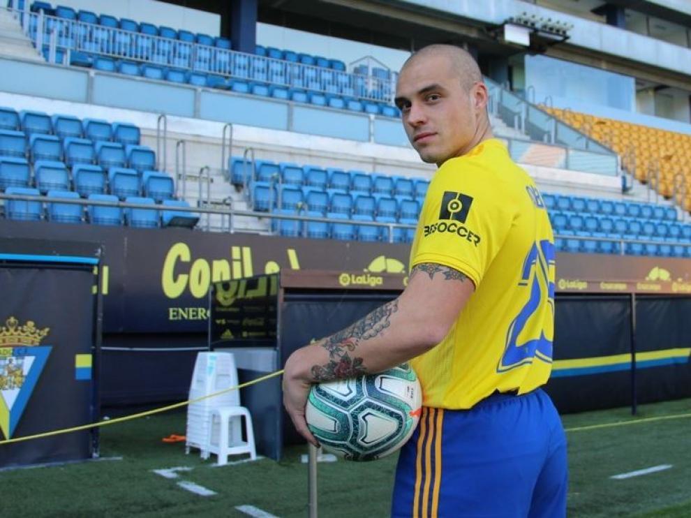 Pombo, en su presentación como futbolista del Cádiz en el estadio Ramón de Carranza.