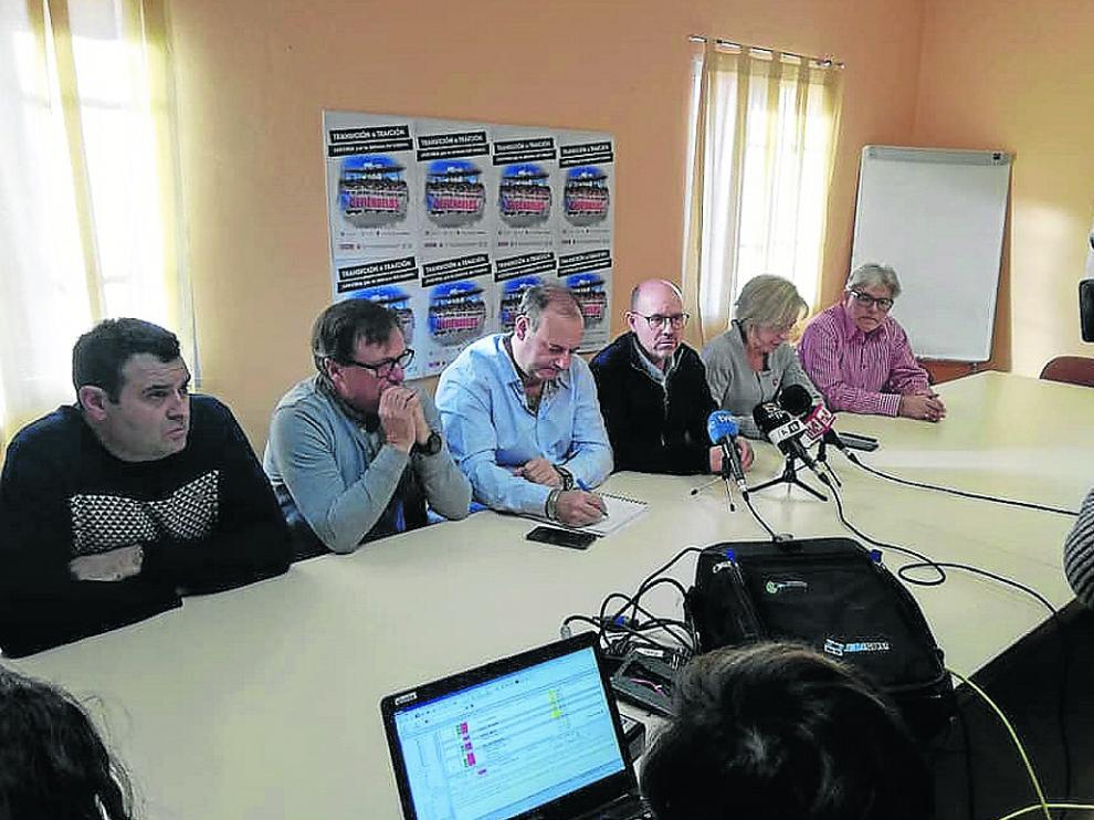 Rueda de prensa de los representantes de los trabajadores ayer en la sede de CC. OO. en Andorra.