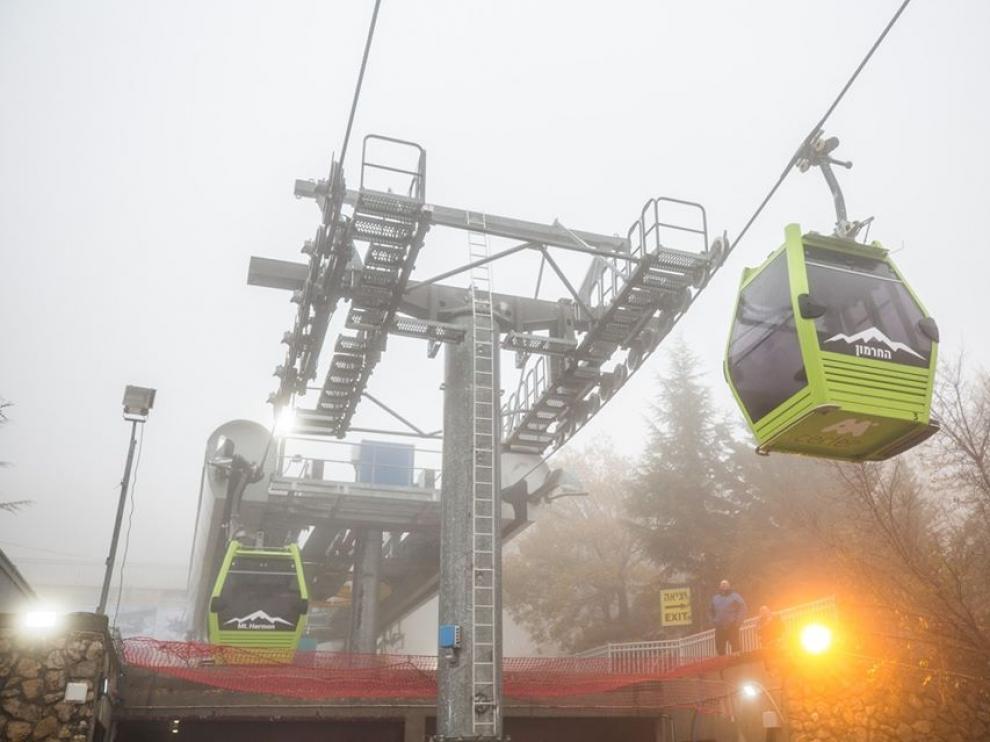 Las cabinas aragonesas en la estación de esquí de Israel, todavía con el característico color verde.