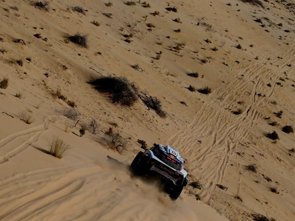 Rallying - Dakar Rally - Stage 5 - Al-'Ula to Ha'il Neom - Al-'Ula, Saudi Arabia - January 9, 2020 Bahrain JCW X-Raid Team's Stephane Peterhansel and Paulo Fiuza during stage 5 REUTERS/Hamad I Mohammed [[[REUTERS VOCENTO]]] MOTOR-RALLY-DAKAR/