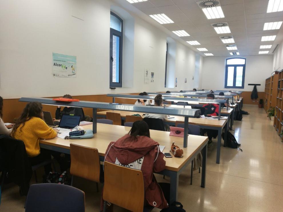 Sala de estudio de la Facultad de Empresa y Gestión Pública que se utiliza los fines de semana.