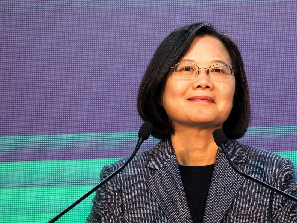 Taipei (Taiwan), 11/01/2020.- Taiwan President Tsai Ing-wen smiles on stage after learning the results of the presidential election, in Taipei, Taiwan, 11 January 2020. Tsai Ing-wen was re-elected as Taiwan's president on 11 January after a landslide victory over Kaohsiung city Mayor Han Kuo-yu, from Taiwan's China-friendly opposition KMT party. EFE/EPA/DAVID CHANG Tsai Ing-wen re-elected as Taiwan's president