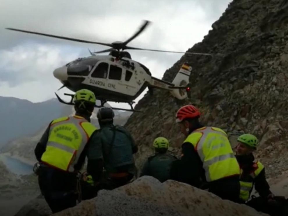 Imagen de archivo de otro rescate realizado por el helicóptero de la Guardia Civil.