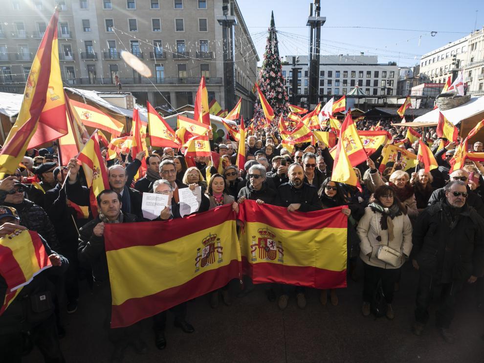 La concentración en Zaragoza reunió a unas 1.200 personas frente al ayuntamiento.