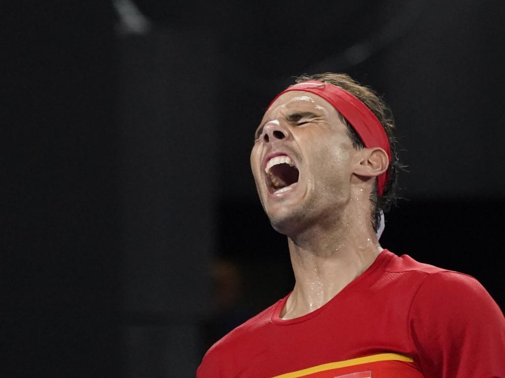 Rafa Nadal se lamenta tras un punto en su partido ante Djokovic.