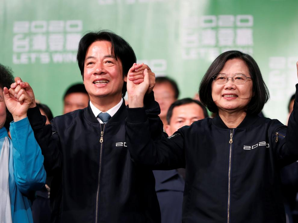 Taiwan Vice President-elect William Lai and incumbent Taiwan President Tsai Ing-wen celebrate at a rally after their election victory, outside the Democratic Progressive Party (DPP) headquarters in Taipei, Taiwan January 11, 2020. REUTERS/Tyrone Siu [[[REUTERS VOCENTO]]] TAIWAN-ELECTION/
