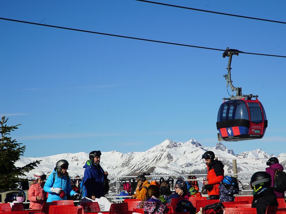 El fútbol llega a las estaciones de esquí de Aramón. Imagen de la telecabina de Panticosa