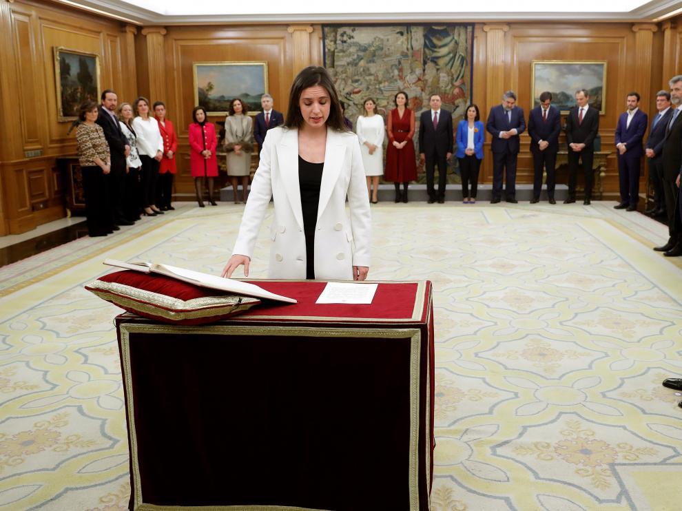 La nueva ministra de Igualdad, Irene Montero promete su cargo en el Palacio de Zarzuela.
