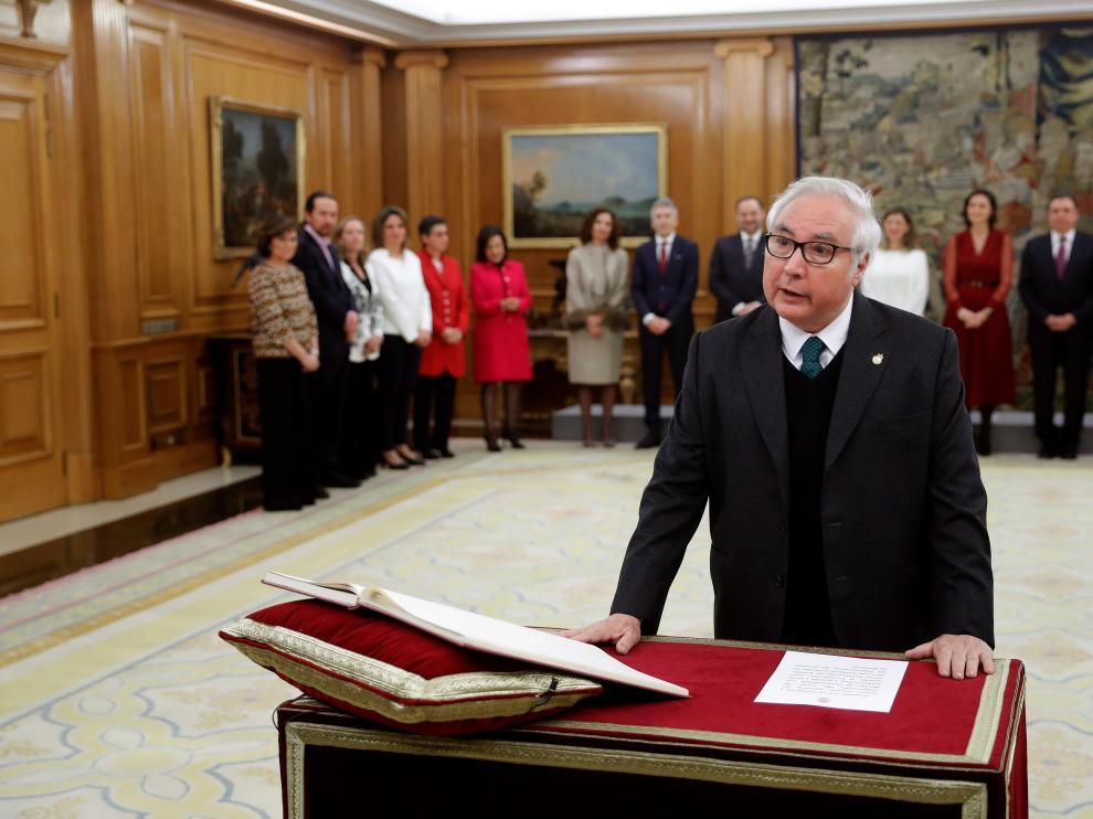 Manuel Castells, este lunes, prometiendo el cargo como ministro de Universidades.