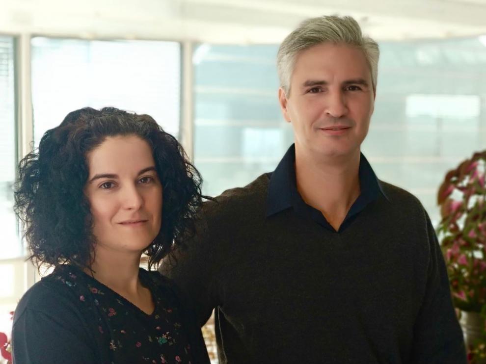 Raluca Fratila, investigadora Ramón y Cajal de la Unizar y Nicolás Cassinelli, director de i+D de NanoScale Biomagnetics.