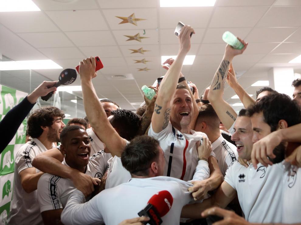Los jugadores del Unionistas de Salamanca celebran su emparejamiento en los dieciseisavos de final de la Copa del Rey con el Real Madrid.