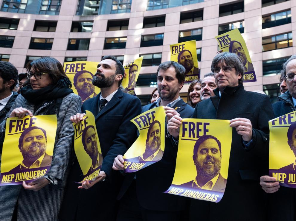 Puigdemont confía en que los eurodiputados del PSOE voten en contra de retirarles la inmunidad parlamentaria tanto a él como a Comín.