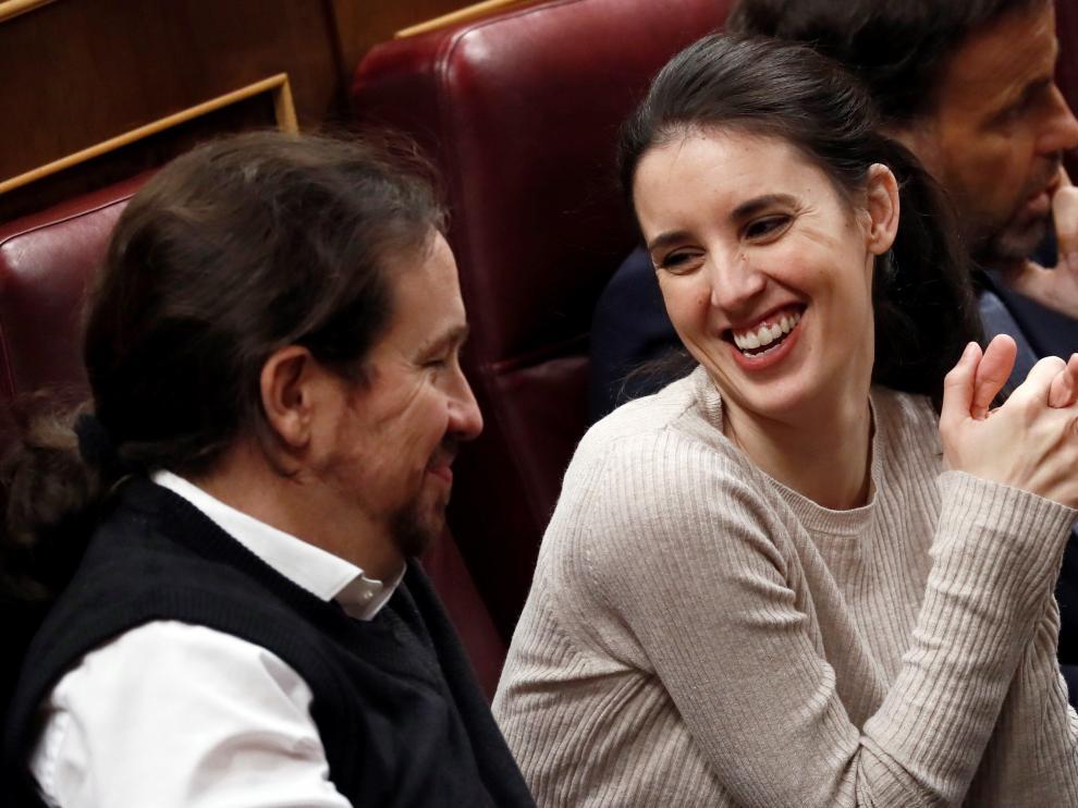 Pablo Iglesias e Irene Montero, en el debate de investidura.