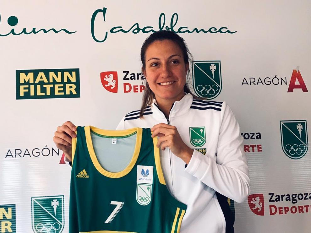 Paola Ferrari, este martes, con la camiseta del Mann Filter