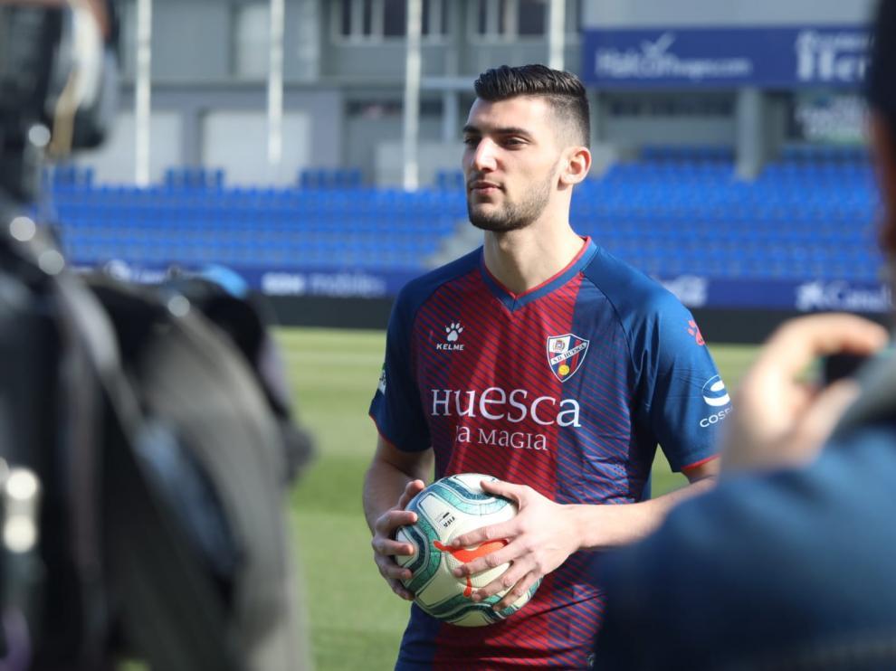 Imagen de Rafa Mir durante su presentación como nuevo jugador de la SD Huesca