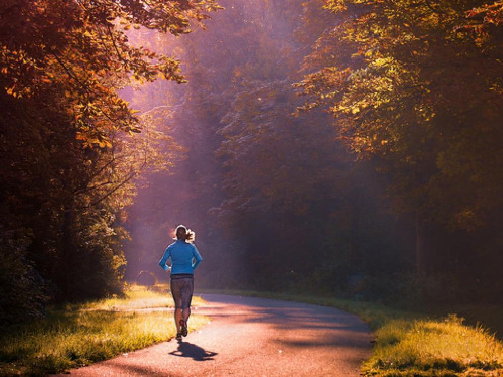 Hacer ejercicio físico durante al menos media hora cada día está considerado como uno de los buenos hábitos que contribuyen a una vida libre de enfermedades.