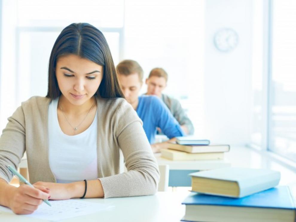 Muchos estudiantes utilizan las nuevas tecnologías para copiar en los exámenes