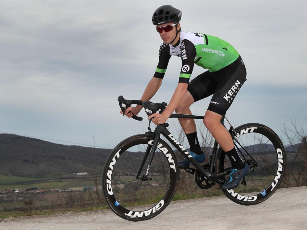 Jaime Castrillo, con sus nuevos colores del equipo Kern-Pharma