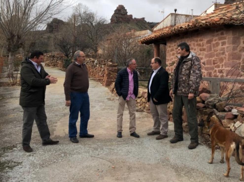 Representantes de la Diputación y del Ayuntamiento, en Peracense.