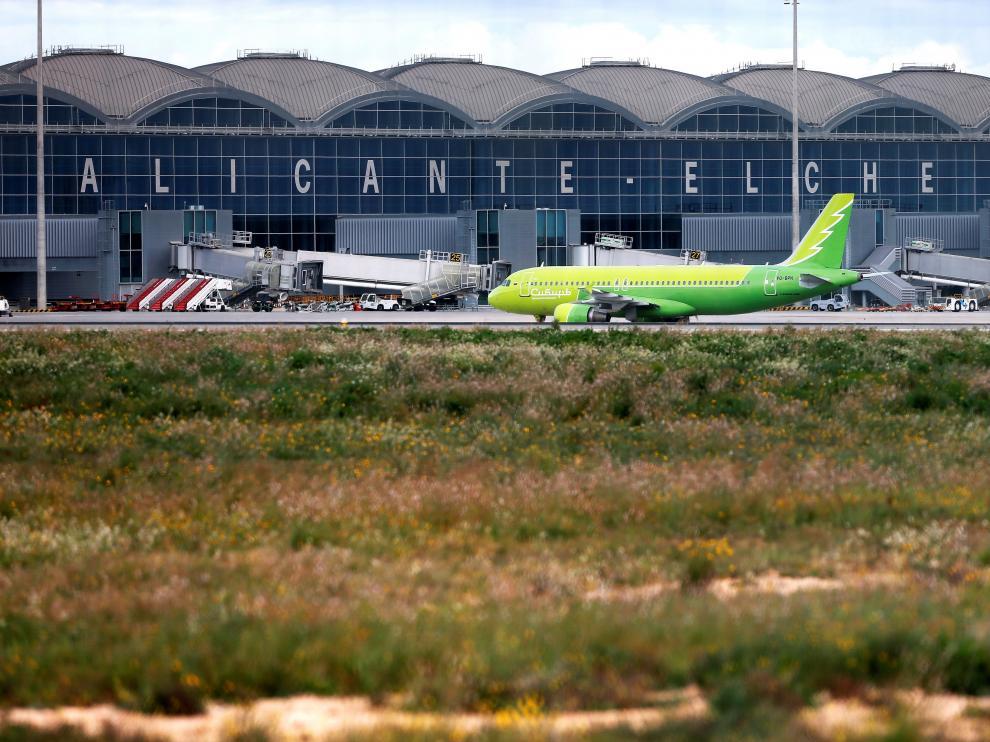 El aeropuerto de Alicante ha desviado vuelos a Valancia y el de Valencia ha sido cerrado