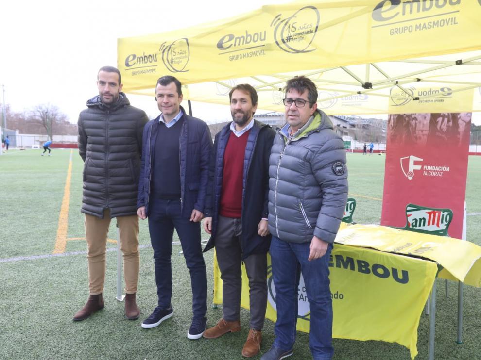 Juanjo Camacho, segundo por la izquierda, durante la firma de un convenio con Embou.