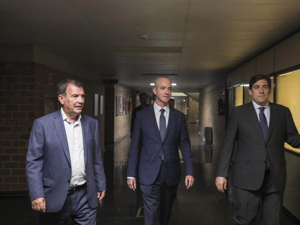 Emilio Garcés, consejero de Basket Zaragoza; Jorge Costa, consejero del grupo Costa, y Reynaldo Benito, presidente de Basket Zaragoza.