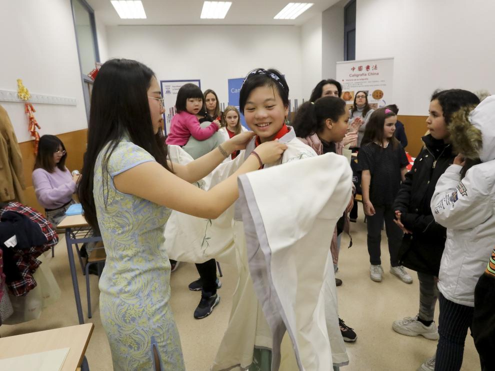 Los talleres incluían uno de indumentaria tradicional.