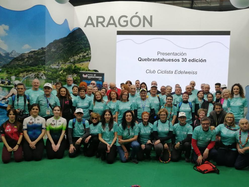Medio centenar de voluntarios han viajado a Madrid para arropar la puesta de largo de la Quebrantahuesos en Fitur