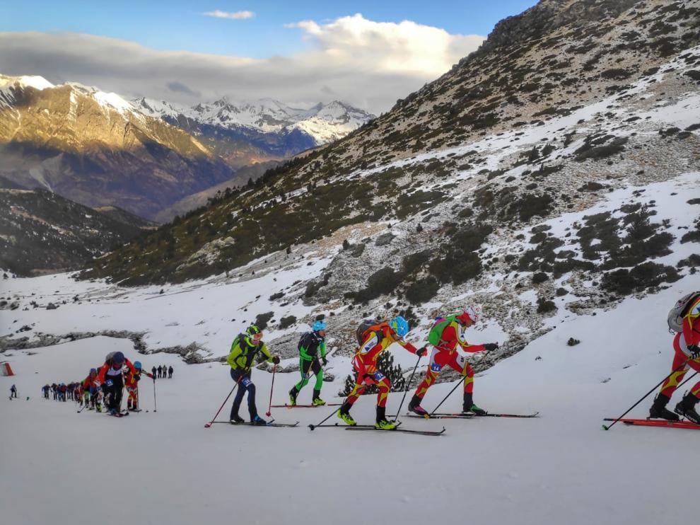 Participantes en la prueba de cronoescalada celebrada en la estación de esquí de Boí Taüll, en Lérida
