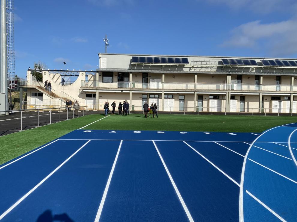 Ultima visita de los representantes municipales a las pistas de atletismo de Barbastro hace unos días