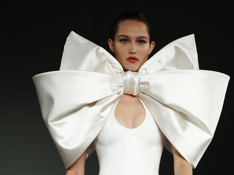 A model presents a creation by designer Alexis Mabille as part of his Haute Couture Spring/Summer 2020 collection show in Paris, France, January 21, 2020. REUTERS/Francois Lenoir [[[REUTERS VOCENTO]]] FASHION-PARIS/HAUTE COUTURE