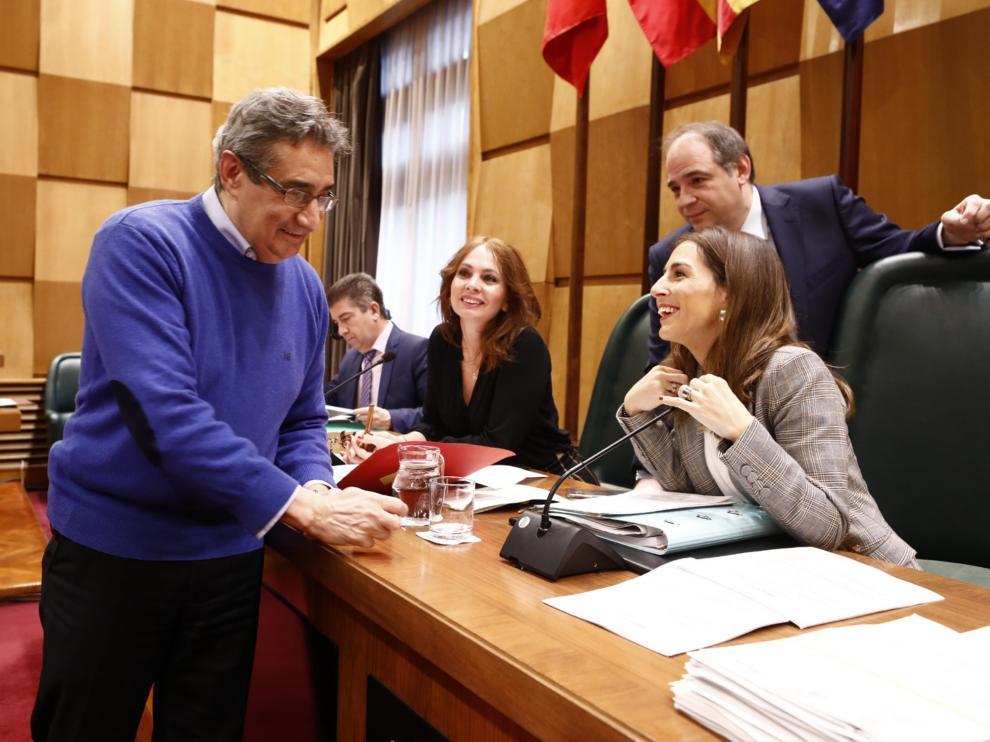 Julio Calvo (Vox), este jueves junto a la concejal de Hacienda, María Navarro.