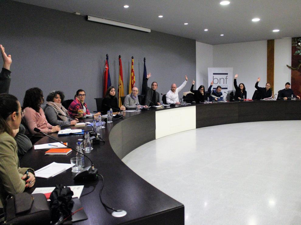 La corporación municipal de Binéfar durante la votación de este jueves.
