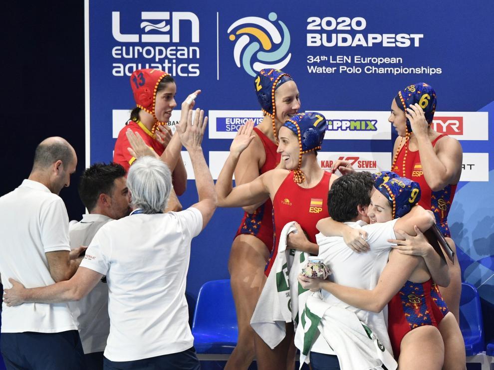 Las jugadoras de la selección española celebran la victoria sobre Hungría
